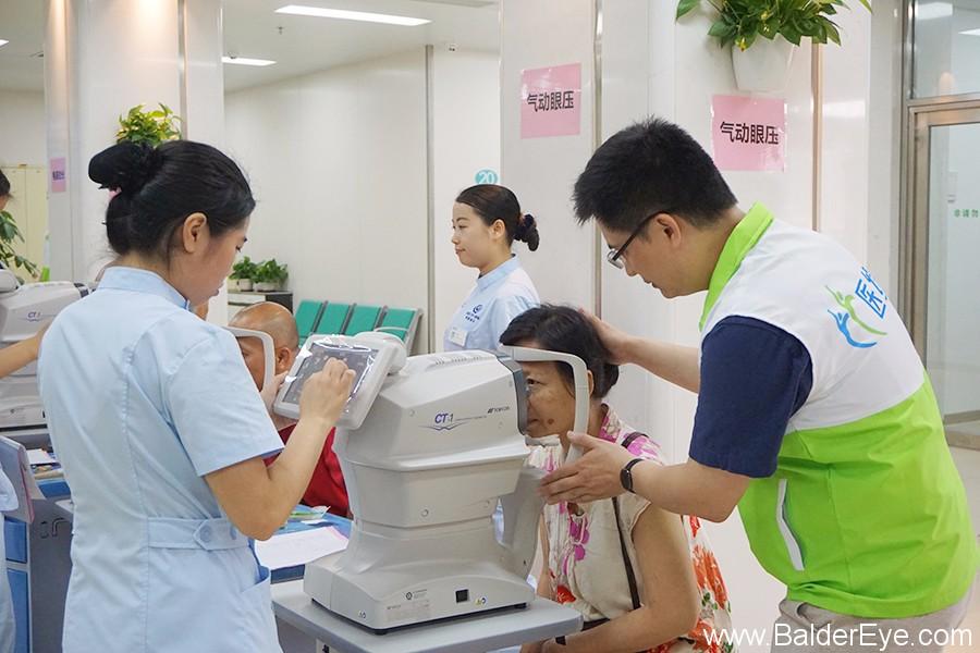 """""""博德•医缘医务社工部""""的建立,为医院和患者、家属之间架设沟通""""心桥"""".JPG"""