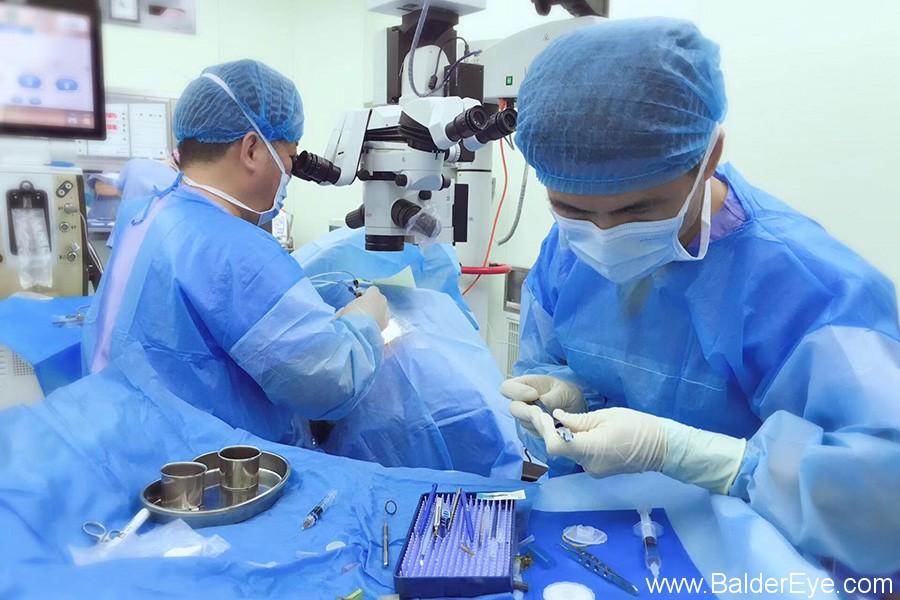 粤东首例多焦散光人工晶体植入手术在宜华·汕头博德眼科医院成功实施.jpg
